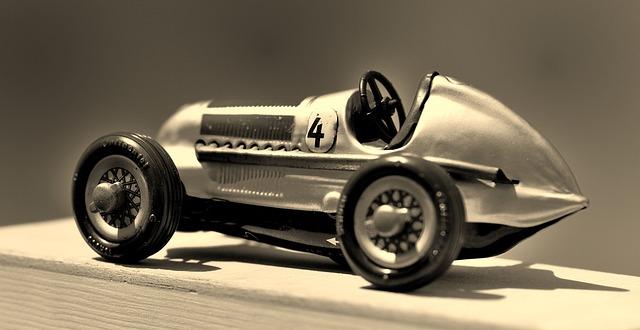 Une voiture de course d'occasion